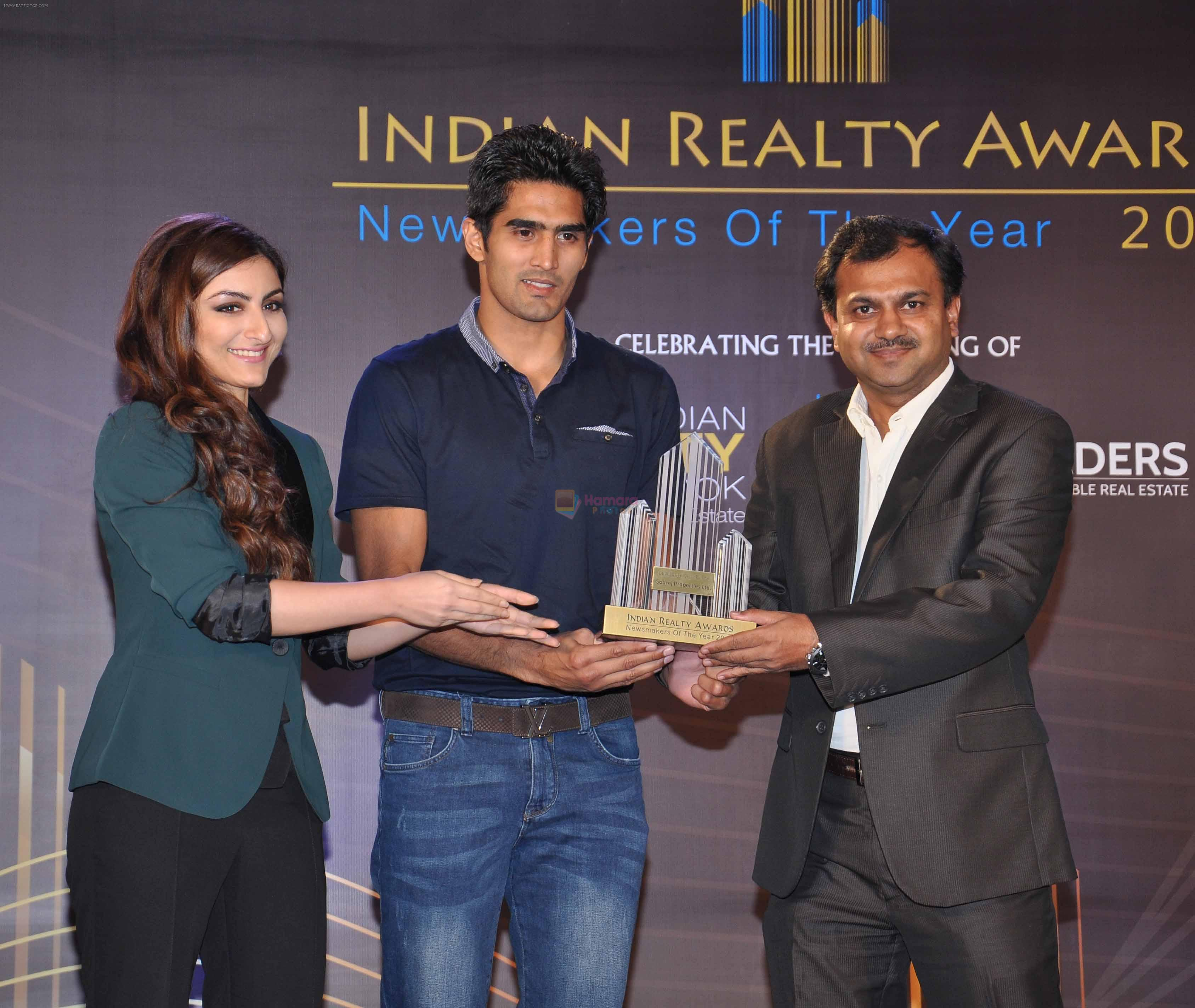 Soha Ali Khan, Vijender Singh launch India Realty Yearbook & Real Leaders at The premier Indian Realty Awards 2013 in New Delhi on 8th Oct 2013