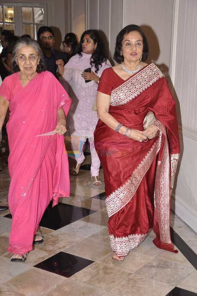 Asha Parekh at Abu Jani's The Golden Peacock show for Sahachari Foundation in Mumbai on 7th Oct 2013