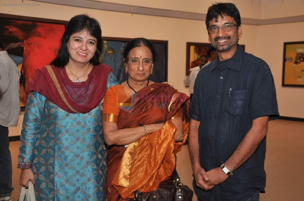 anuradha pal, ila pal and ravi mandlilk at Ravi Mandlik art exhibition in Jehangir Art Gallery on 8th Oct 2013