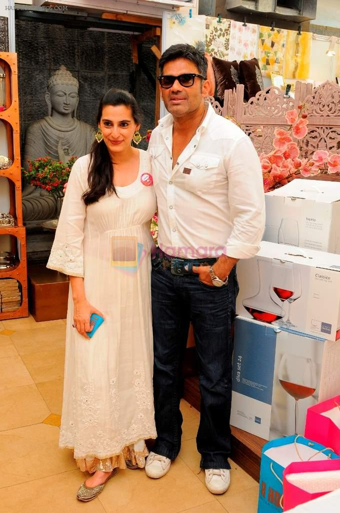 Mana & Suniel Shetty at Araish in Mumbai on 8th Oct 2013
