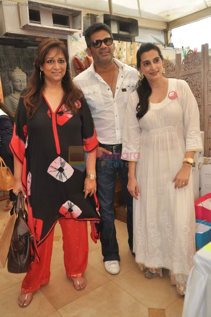 Sunil Shetty, Mana Shetty, Sharmila Khanna at Araish in Mumbai on 8th Oct 2013