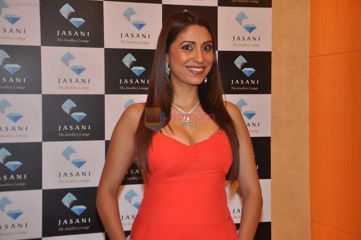 Pooja Misra at  dassani jewellery preview in Mumbai on 11th Oct 2013