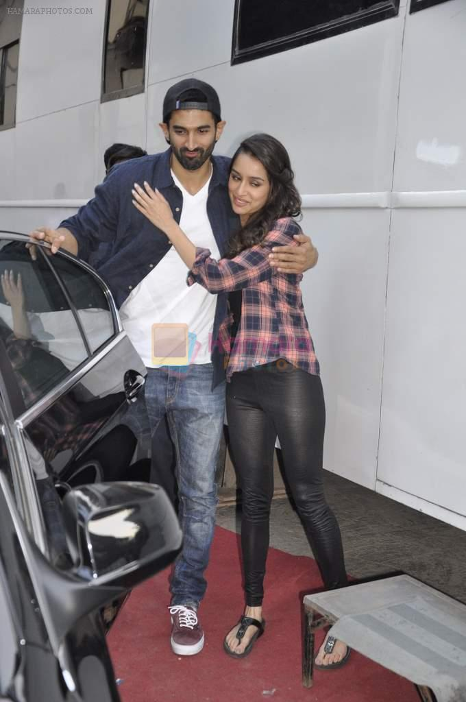 Aditya Roy Kapur and Shraddha Kapoor snapped at Filmistan on 10th Dec 2013