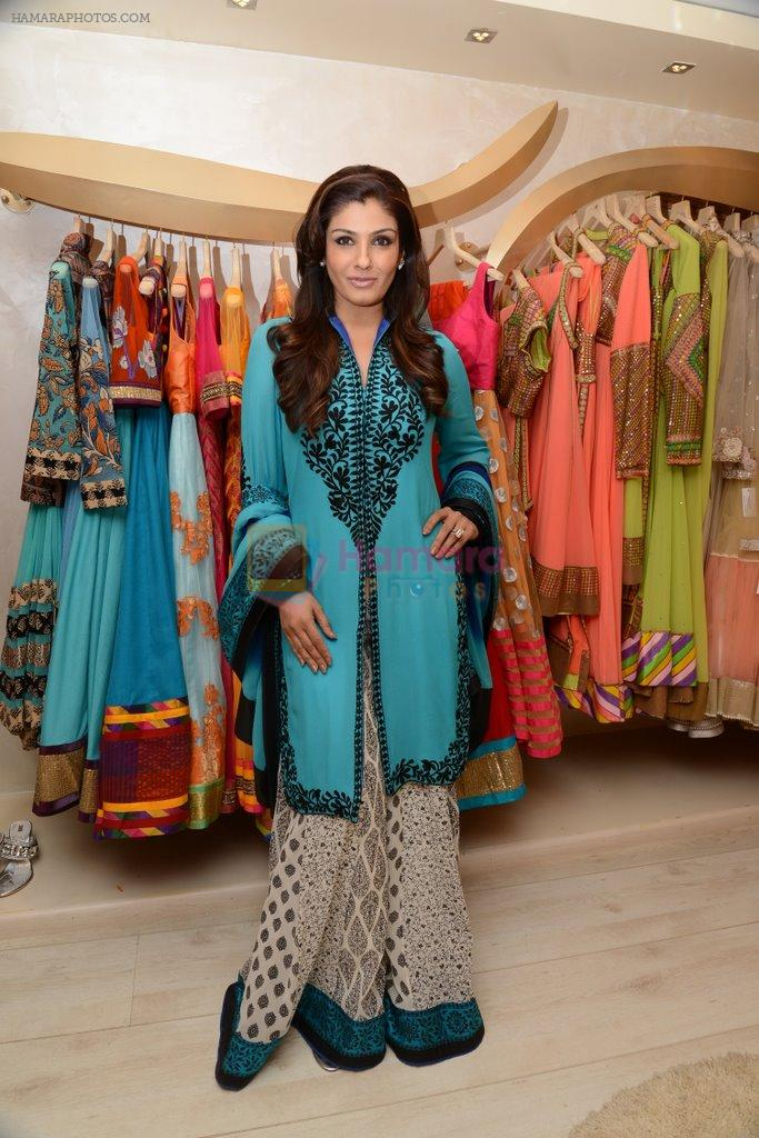 Raveena Tandon at the launch of Dimple Nahar's 2 Divine lifestyle store in walkeshwar, Mumbai on 20th Dec 2013