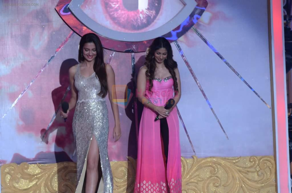 Gauhar Khan, Tanisha Mukherjee at Bigg Boss 7 grand finale on 28th Dec 2013