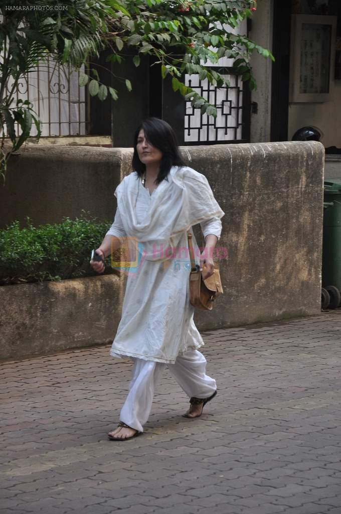 Sarika at Farooq Shaikh's prayer meet in Mumbai on 30th Dec 2013