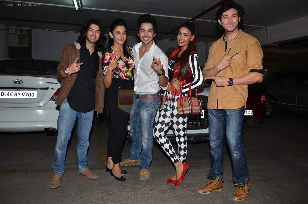 Shreyas Pardiwalla, Himansh Kohli, Rakul Preet, Dev Sharma, Nicole Faria at Baqar's spinnathon in Phoenix Mill, Mumbai on 12th Jan 2014