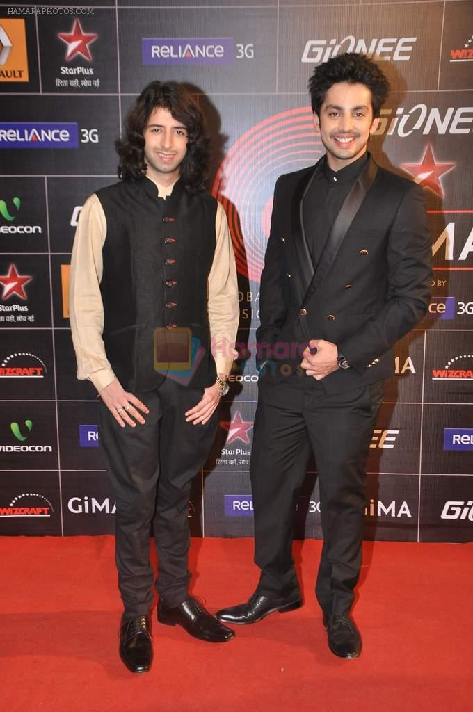 Shreyas Pardiwalla, Himansh Kohli at 4th Gionne Star Global Indian Music Academy Awards in NSCI, Mumbai on 20th Jan 2014