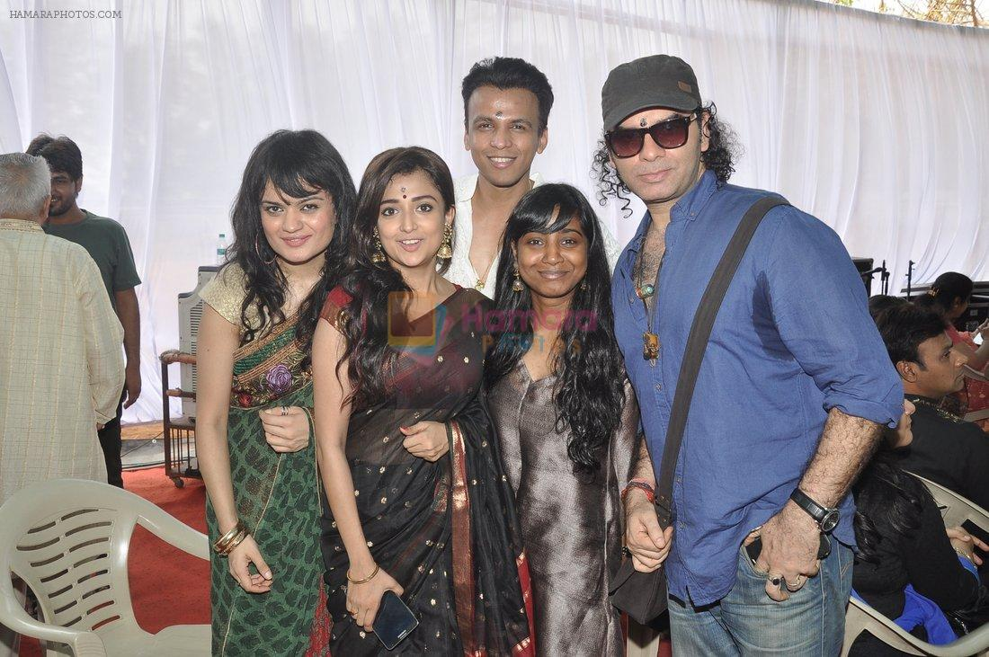 Monali Thakur, Abhijeet Sawant, Aditi Singh Sharma, Mohit Chauhan at Anurag Basu's Saraswati pooja in Mumbai on 4th Feb 2014