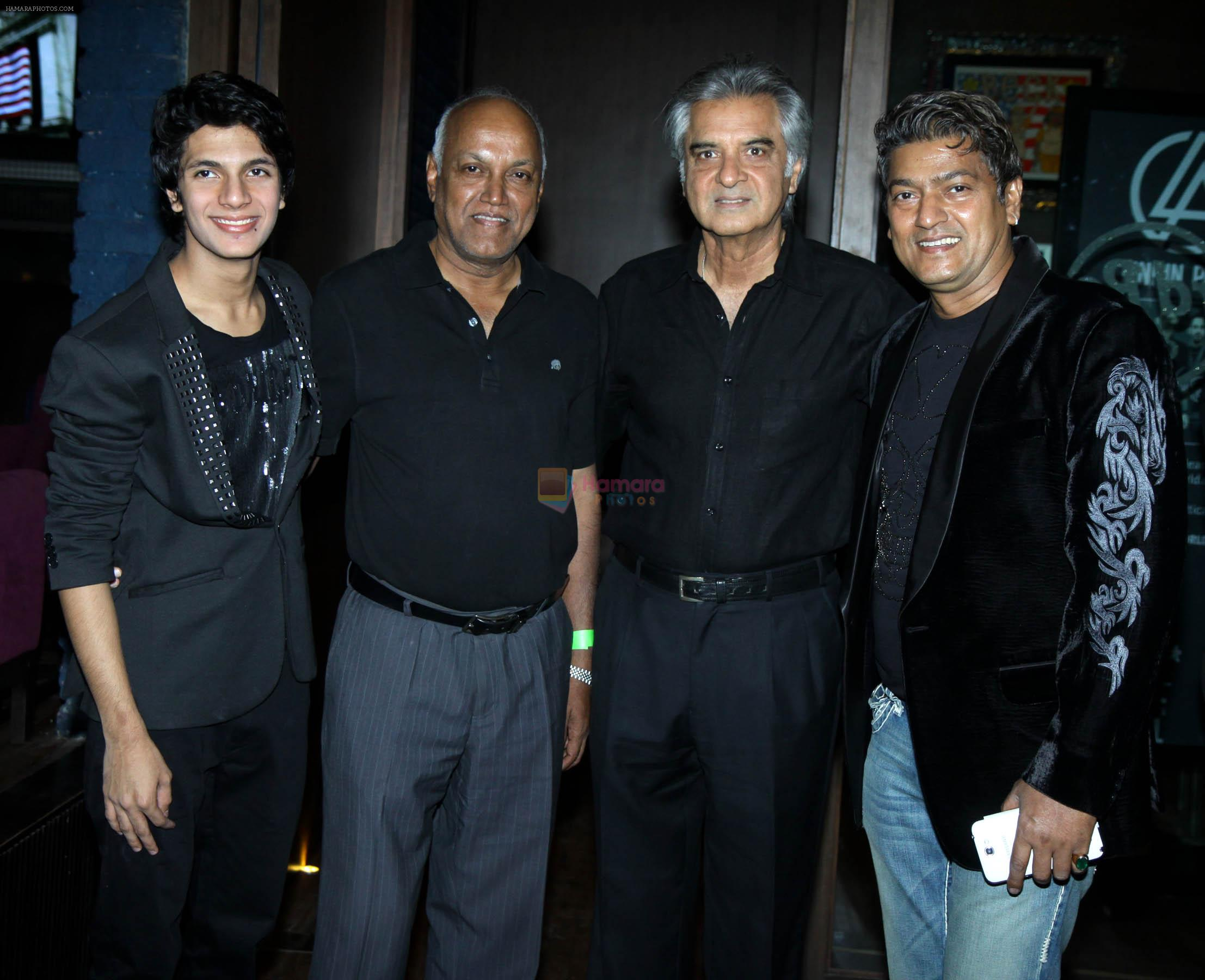 avitesh,manmohan shetty,aadesh at Avitesh Shrivastava 18th birthday at Hard Rock cafe,Andheri on 24th Feb 2014