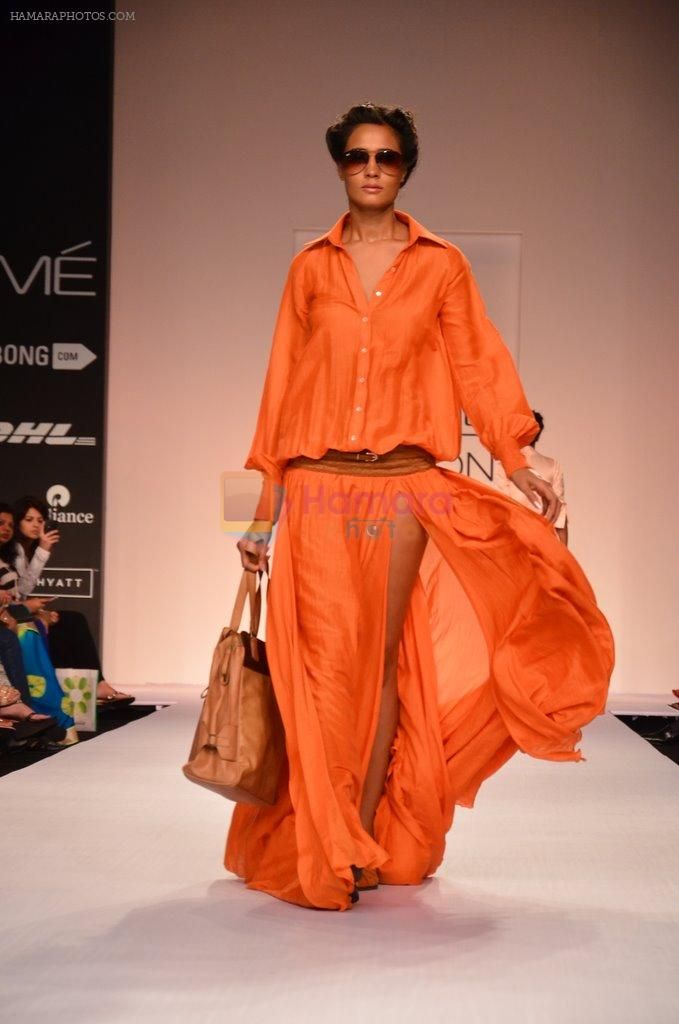 Model walk for Suman Nathwani Show at LFW 2014 Day 2 in Grand Hyatt, Mumbai on 13th March 2014