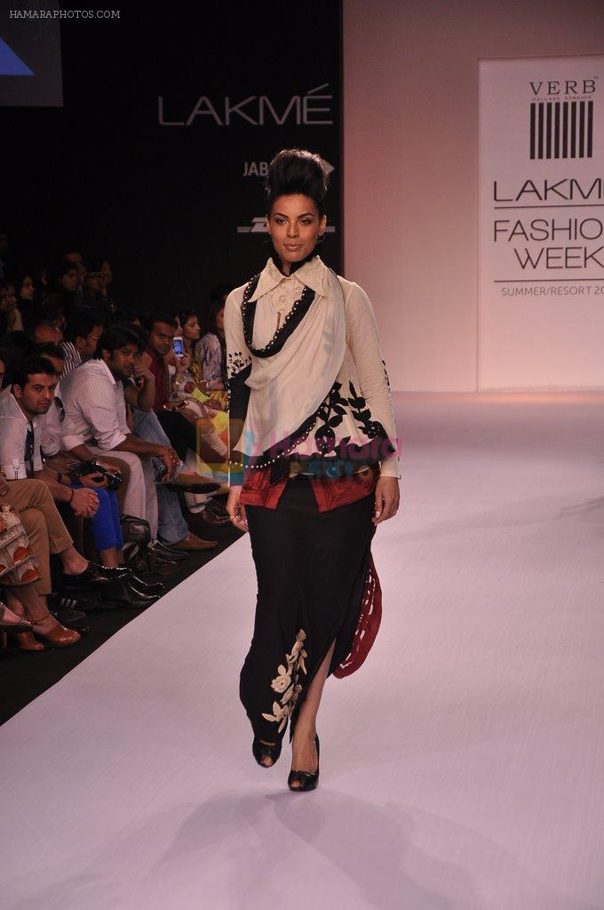 Model walk for VERB Show at LFW 2014 Day 2 in Grand Hyatt, Mumbai on 13th March 2014