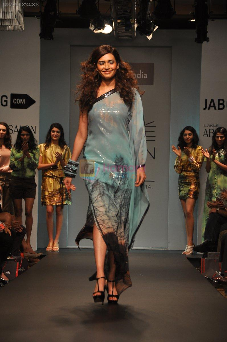 Karishma Tanna walk for Love From India Show at LFW 2014 Day 2 in Grand Hyatt, Mumbai on 13th March 2014