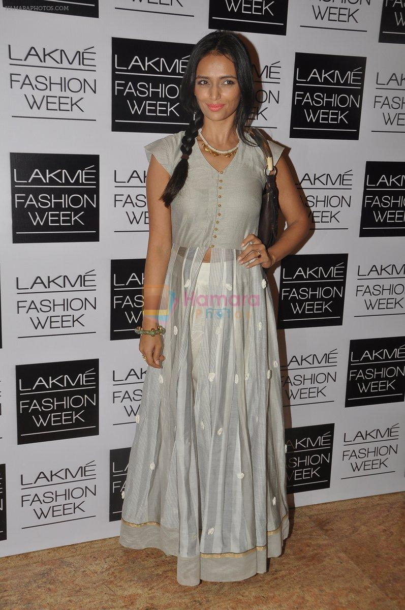 Roshni Chopra at Love From India Show at LFW 2014 Day 2 in Grand Hyatt, Mumbai on 13th March 2014