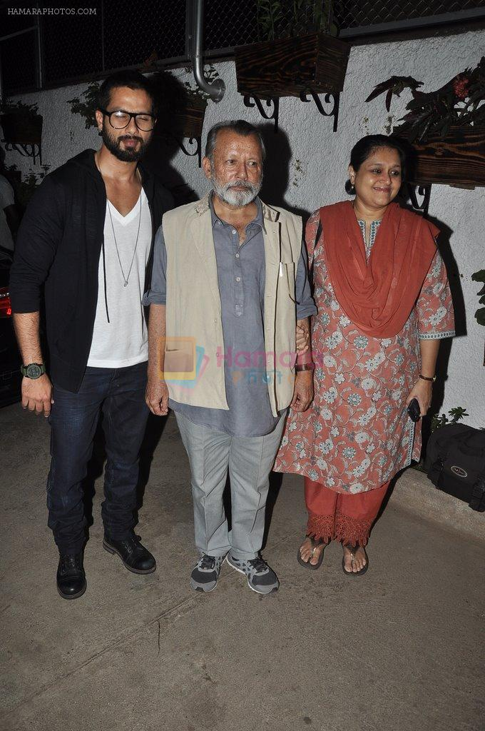 Shahid Kapoor, Pankaj Kapoor, Supriya Pathak at the screening of the film Inam in Mumbai on 26th March 2014