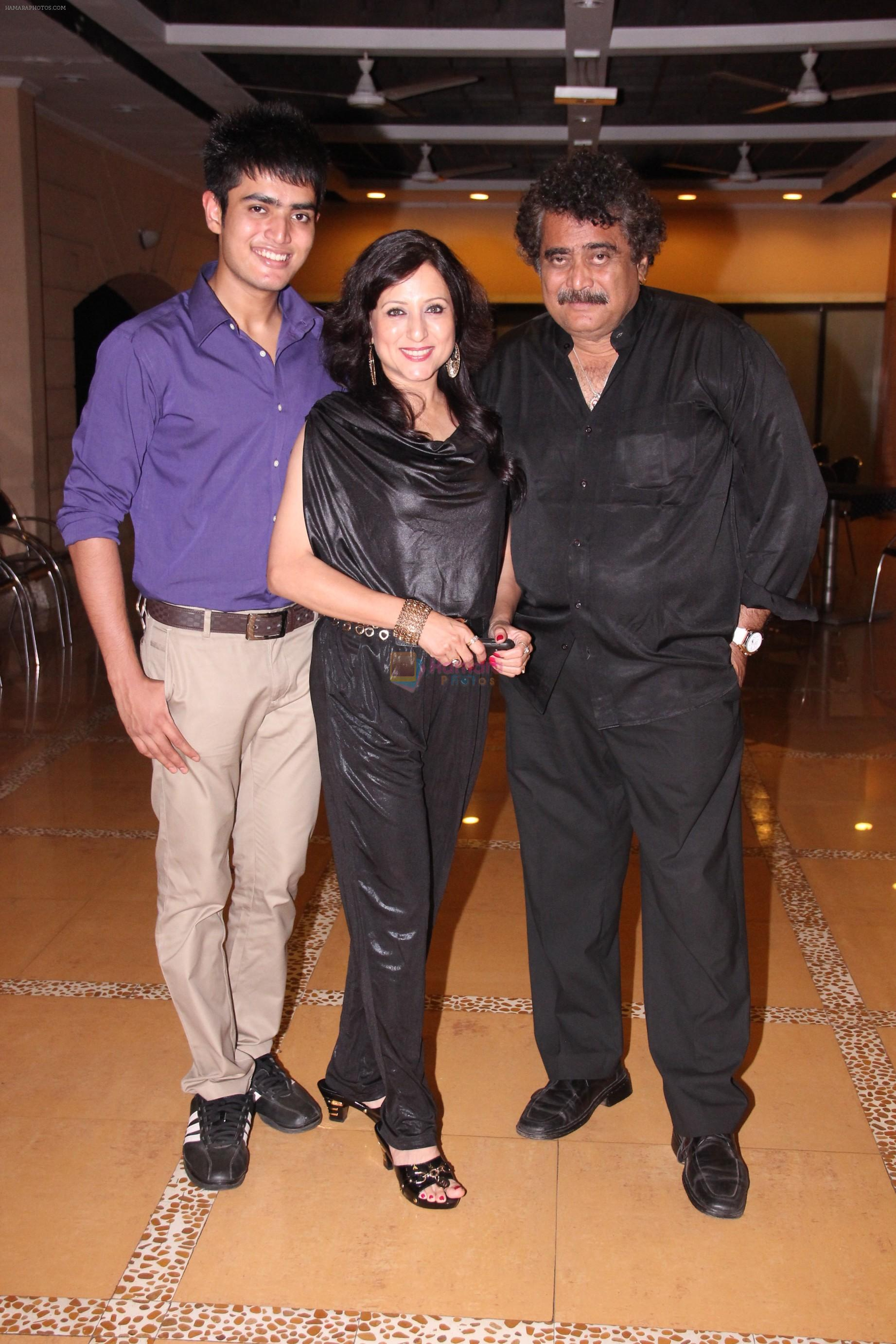 Bobby,Kishori,Deepak Balraaj at Kishori Shahane b_day party in Country Club, Andheri, Mumbai on 26th April 2014