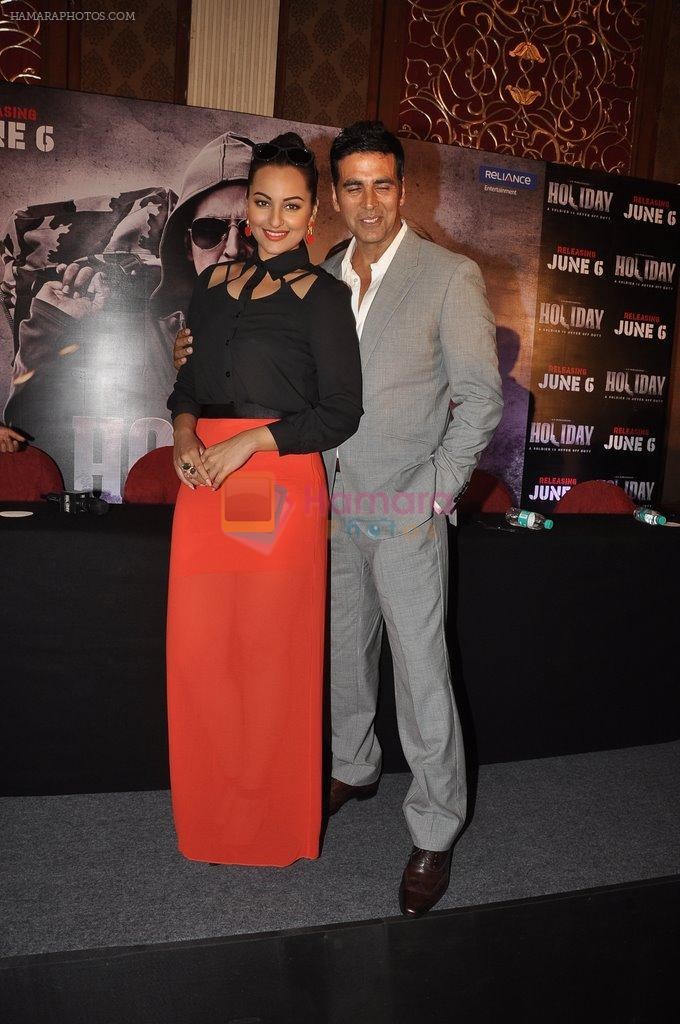 Akshay Kumar, Sonakshi Sinha at Holiday promotions in The Club, Mumbai on 4th June 2014