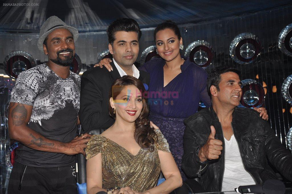 Akshay Kumar, Sonakshi Sinha, Karan Johar, Madhuri Dixit, remo D Souza promote Holiday on the sets of Jhalak Dikhhla Jaa Season 7 in Filmistan on 4th June 2014