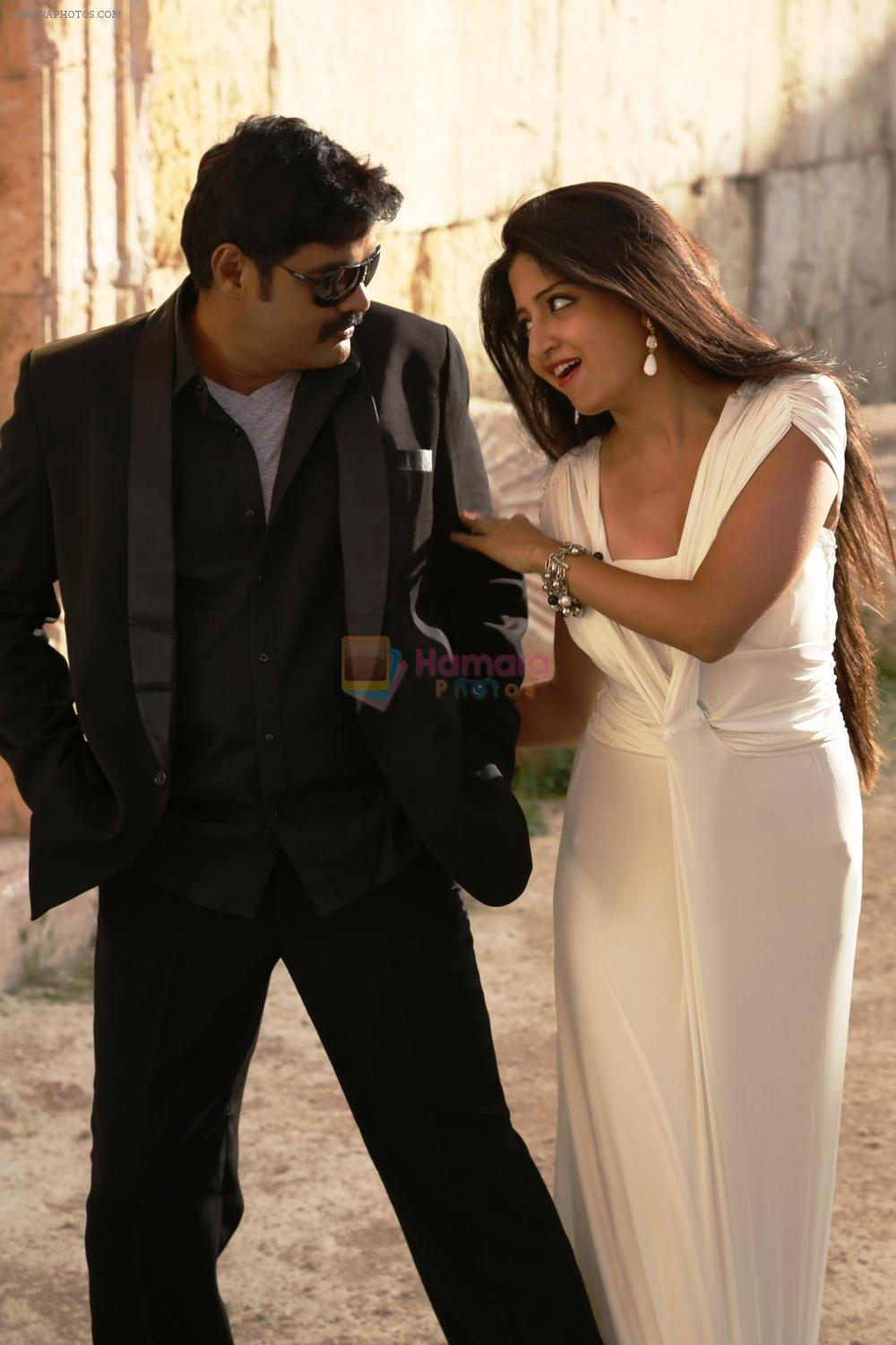 RK,  Poonam kaur in En Vazhi Thani Vazhi Movie still