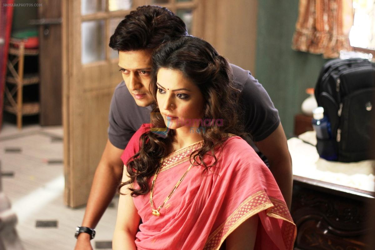 Aamna Sharif and Riteish Deshmukh in the still from movie EK VILLAIN