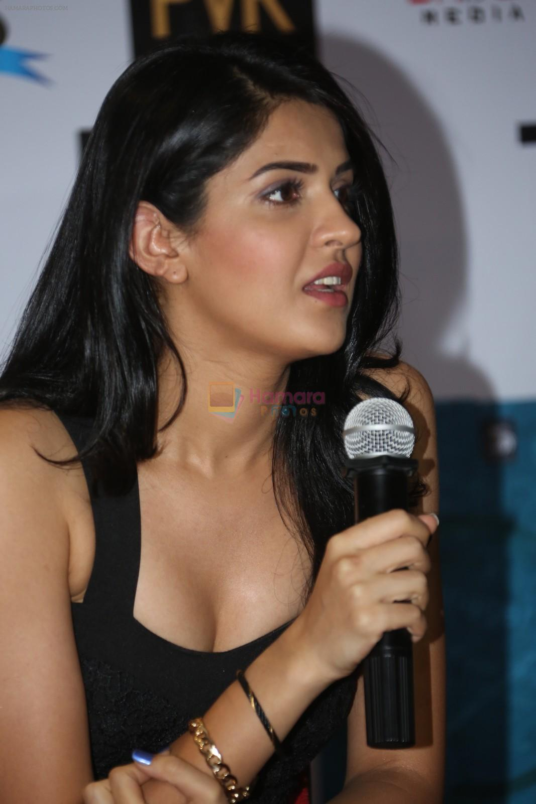 deeksha seth at lekar hum deewana dil movie press meet in hyderabad
