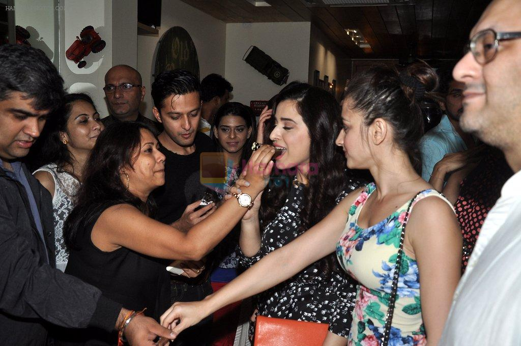 Vatsal Seth, Simone Singh, Sanjeeda Sheikh at Ek Haseena Thi 100 episodes completion at Eddie's Bistro Pali Hill on 8th Aug 2014