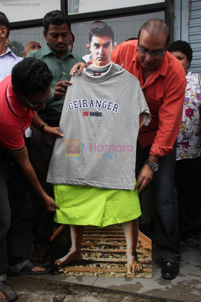 MLA Krishna Hegde makes nude Aaamir wear t-shirt in Parle on 9th Aug 2014