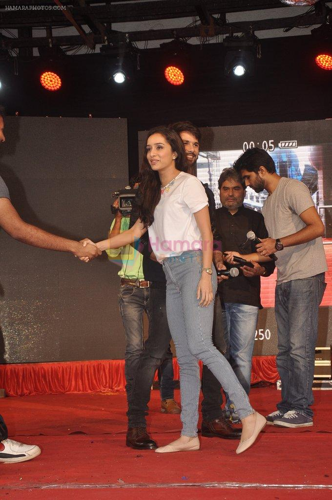 Shraddha Kapoor, Shahid Kapoor at Haider promotions at Umang College festival  in Parle, Mumbai on 15th Aug 2014