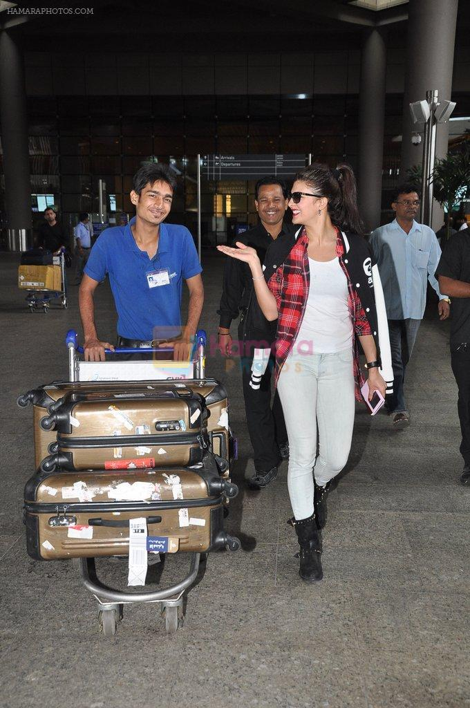 Jacqueline Fernandez snapped at airport in Mumbai on 16th Aug 2014