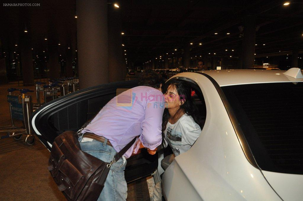 Genelia Deshmukh snapped at airport in Mumbai on 21st Aug 2014