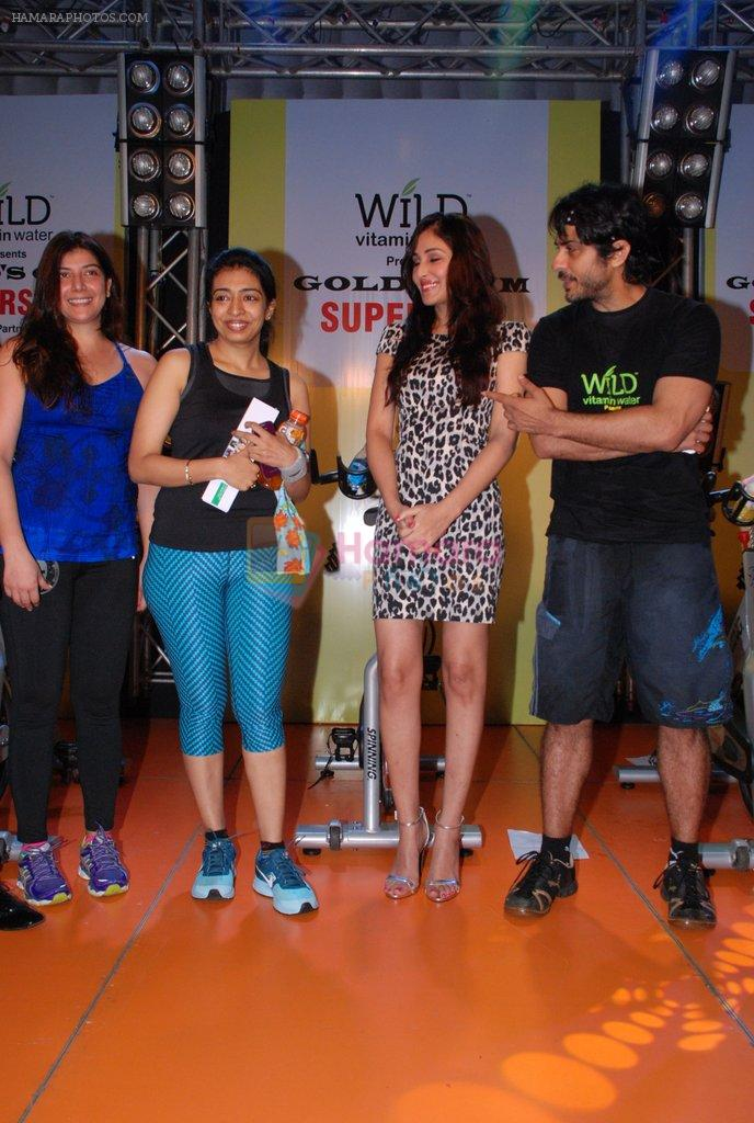 Pooja Chopra, Vikas Bhalla at Gold Gym Super Spin Contest in Bandra, Mumbai on 23rd Aug 2014