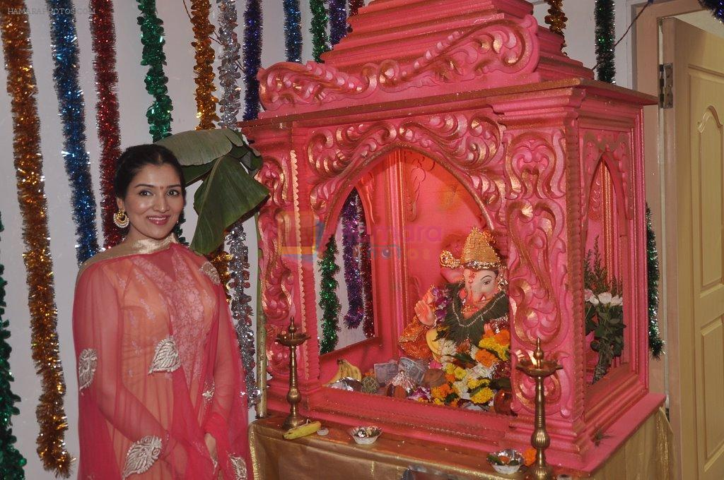Narmada Ahuja at Govinda's Ganpati celebration in Mumbai on 29th Aug 2014