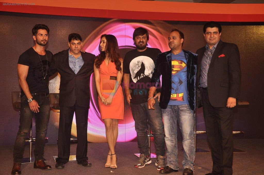Shahid Kapoor, Cyrus Broacha, Shraddha Kapoor, Wajid, Sajid  at Haider promotion with Club Samsung in Mumbai on 17th Sept 2014