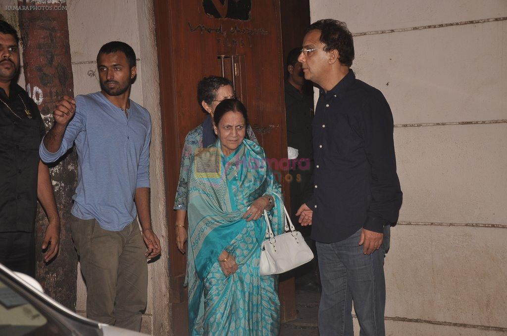 Aamir Khan snapped with his mother at Vidhu Vinod Chopra_ studio on 29th Sept 2014