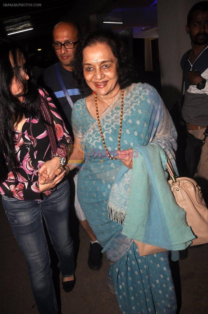 Asha Parekh, Padmini Kolhapure at Haider screening in Sunny Super Sound on 29th Sept 2014