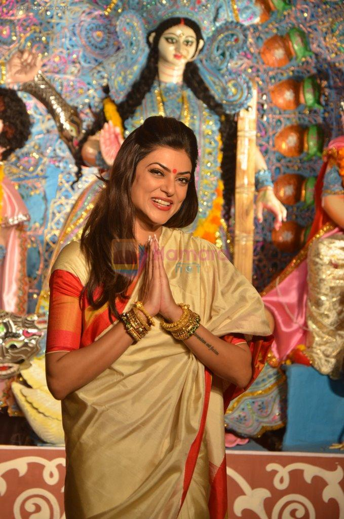 Sushmita Sen at Durga Pooja on 30th Sept 2014