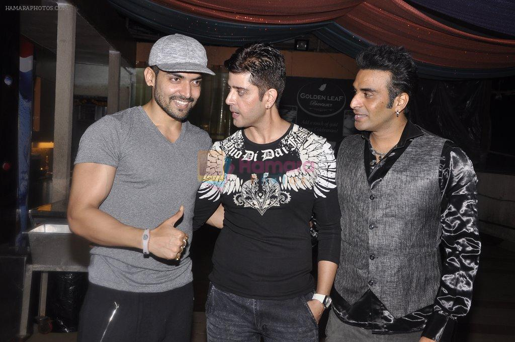 Gurmeet Chaudhary at Vije Bhatia's bash in Malad on 4th Oct 2014
