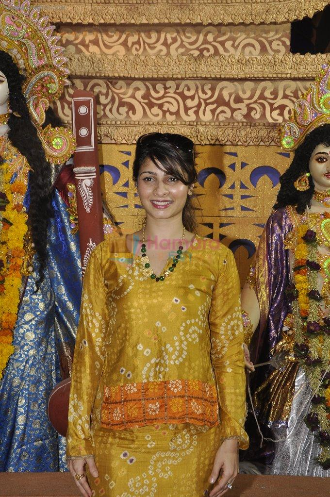 Tanisha Mukherjee at Durga Pooja on 4th Oct 2014