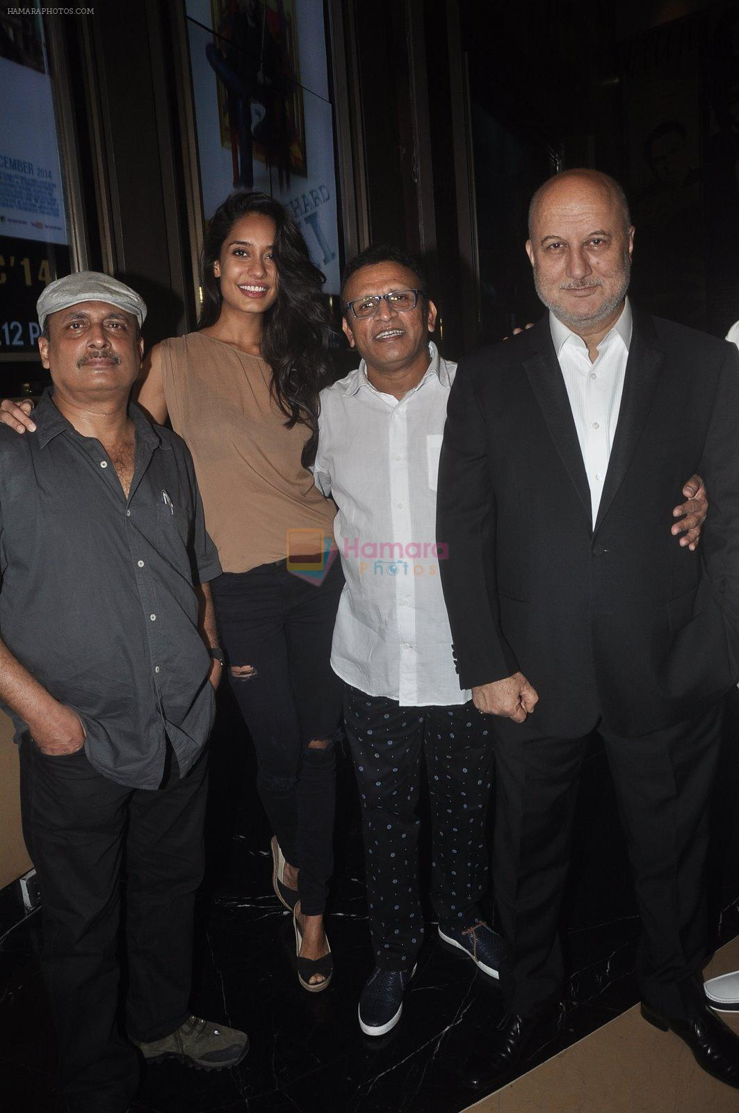 Anupam Kher, Annu Kapoor, Piyush Mishra, Lisa Haydon at The Shaukeens premiere in PVR, Mumbai on 6th Nov 2014