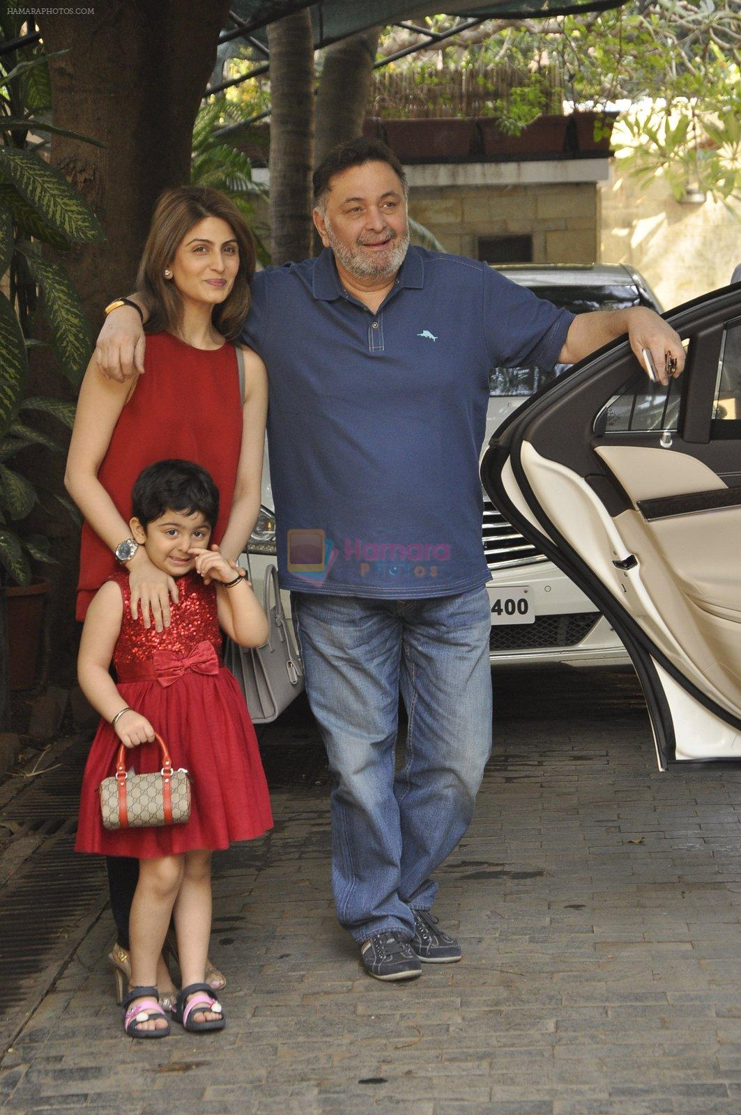 Riddhima Kapoor, Rishi kapoor at The Kapoors Christman Lunch Get-together  in Mumbai on 25th Dec 2014