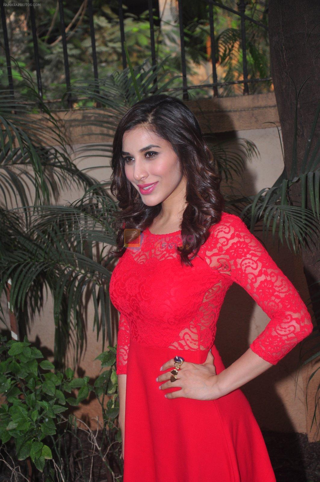 Sophie Choudry's new years plans in Country Club on 26th Dec 2014