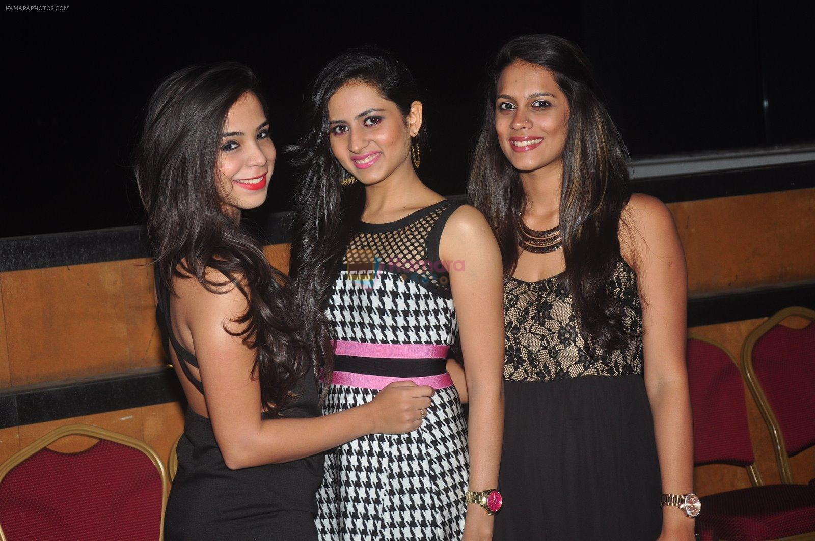 Sargun Mehta at Ravi Dubey's birthday bash hosted by Sargun mehta in Mumbai on 29th Dec 2014