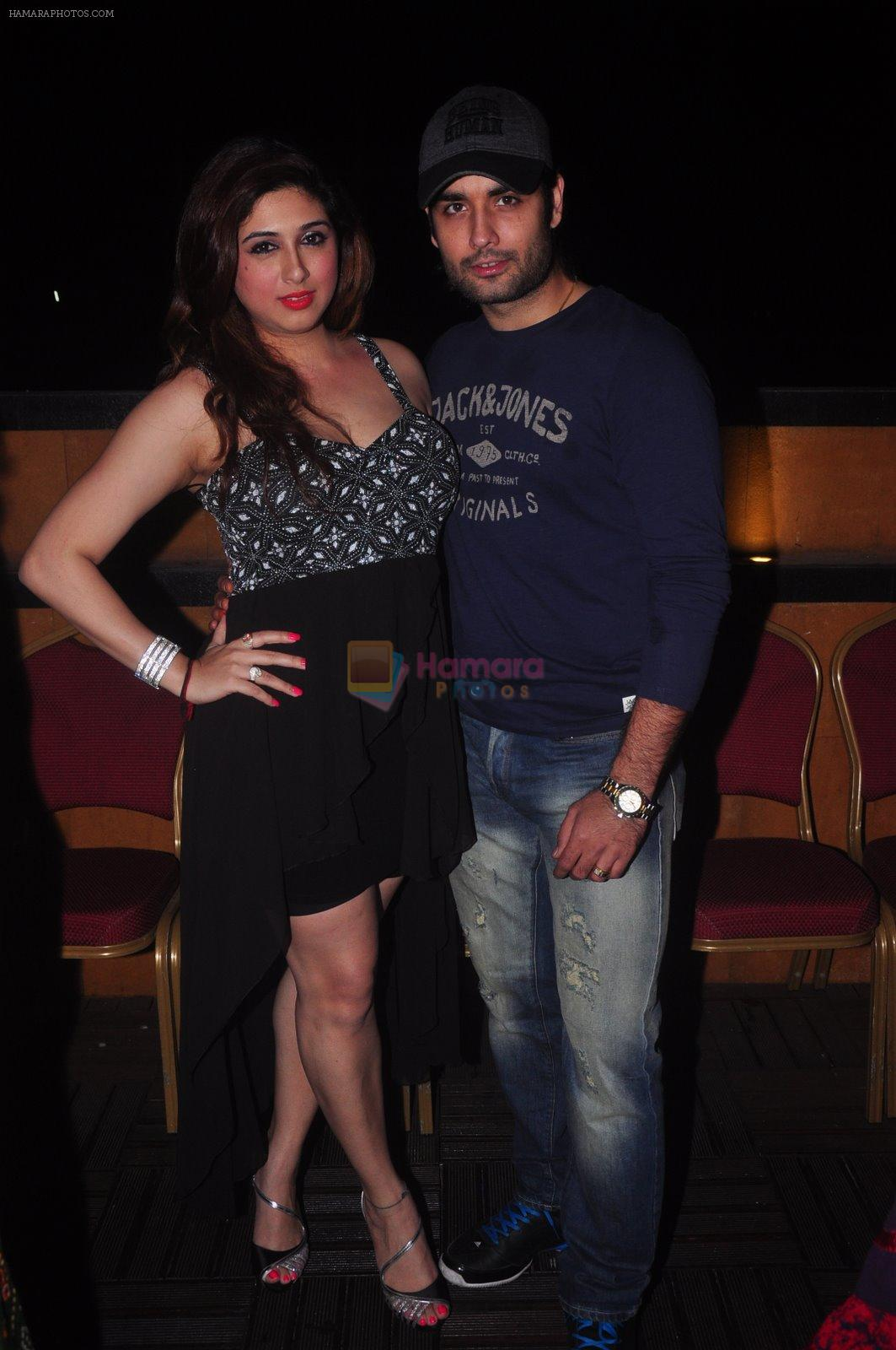 Vivian Dsena, Vahbbiz Dorabjee at Ravi Dubey's birthday bash hosted by Sargun mehta in Mumbai on 29th Dec 2014