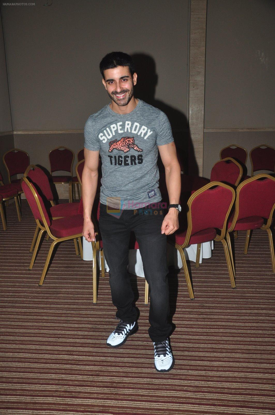Gautam Rode at Ravi Dubey's birthday bash hosted by Sargun mehta in Mumbai on 29th Dec 2014