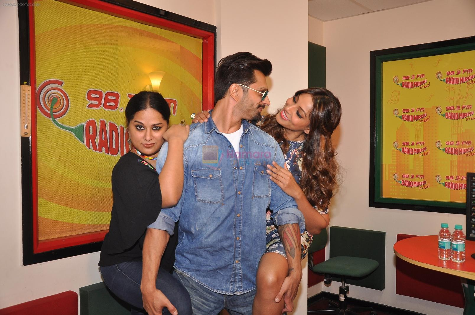 Bipasha Basu, Karan Singh Grover at Radio Mirchi Mumbai studio for the promotion of Alone in Mumbai on 29th Dec 2014