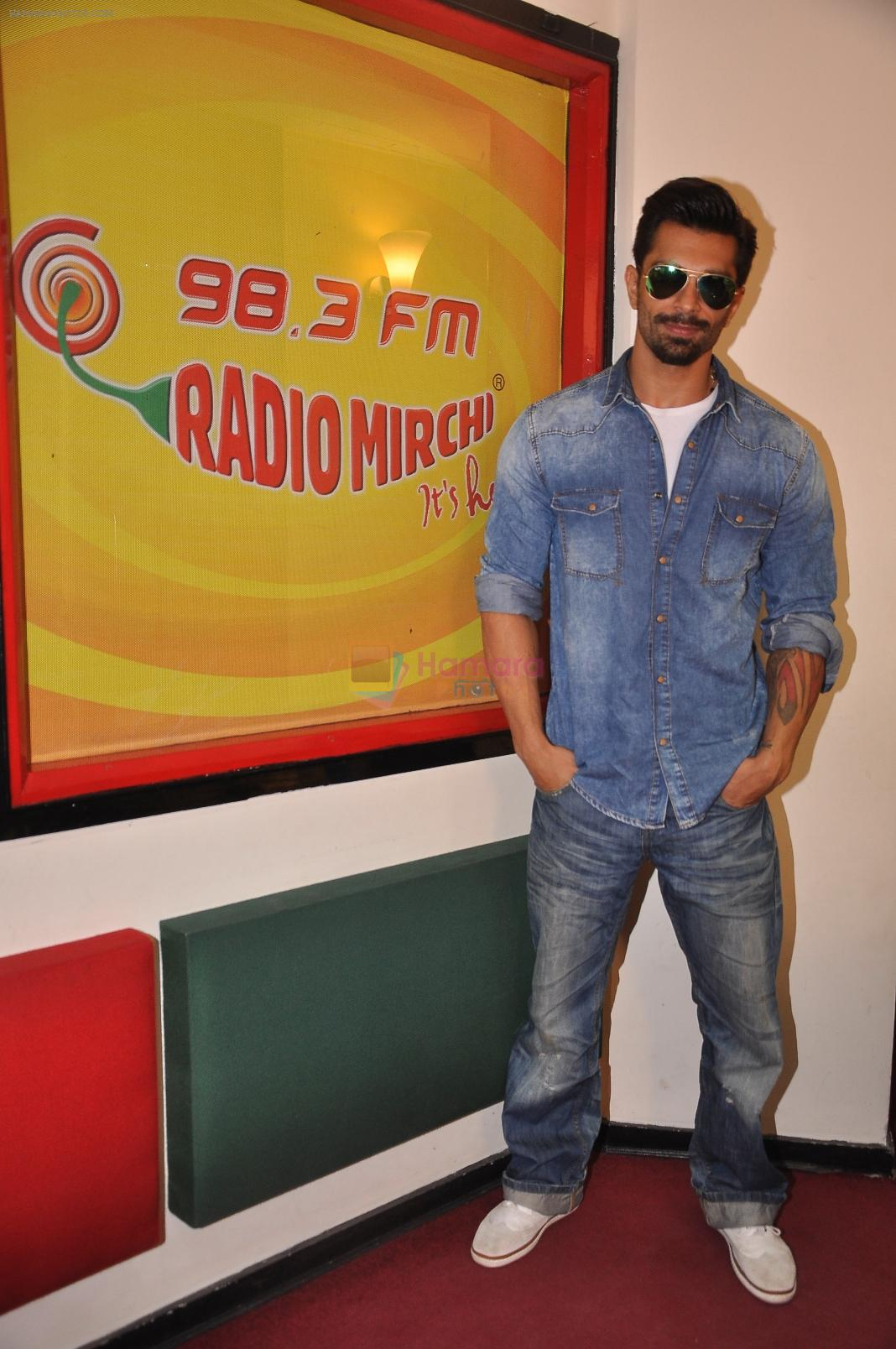 Karan Singh Grover at Radio Mirchi Mumbai studio for the promotion of Alone in Mumbai on 29th Dec 2014