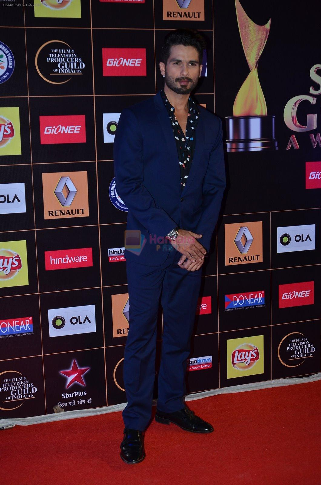 Shahid Kapoor at Producers Guild Awards 2015 in Mumbai on 11th Jan 2015