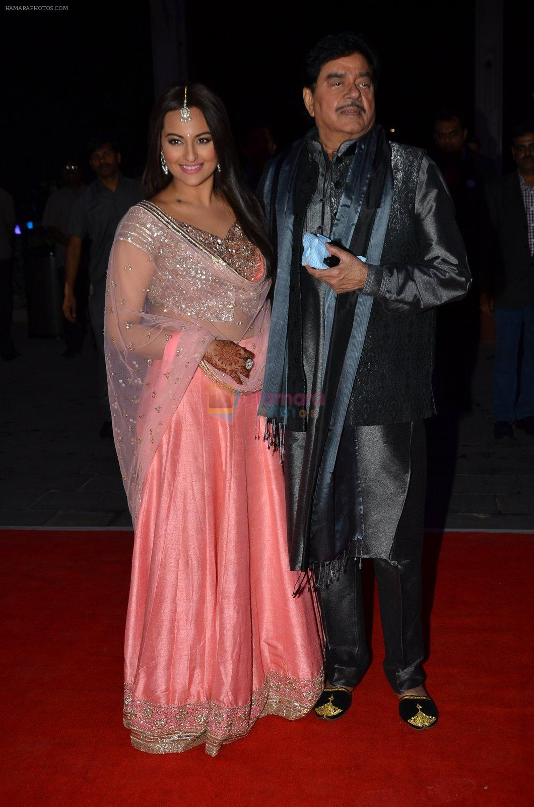shatrughan sinha, Sonakshi Sinha at Kush Wedding Reception in Sahara Star, Mumbai on 19th Jan 2015