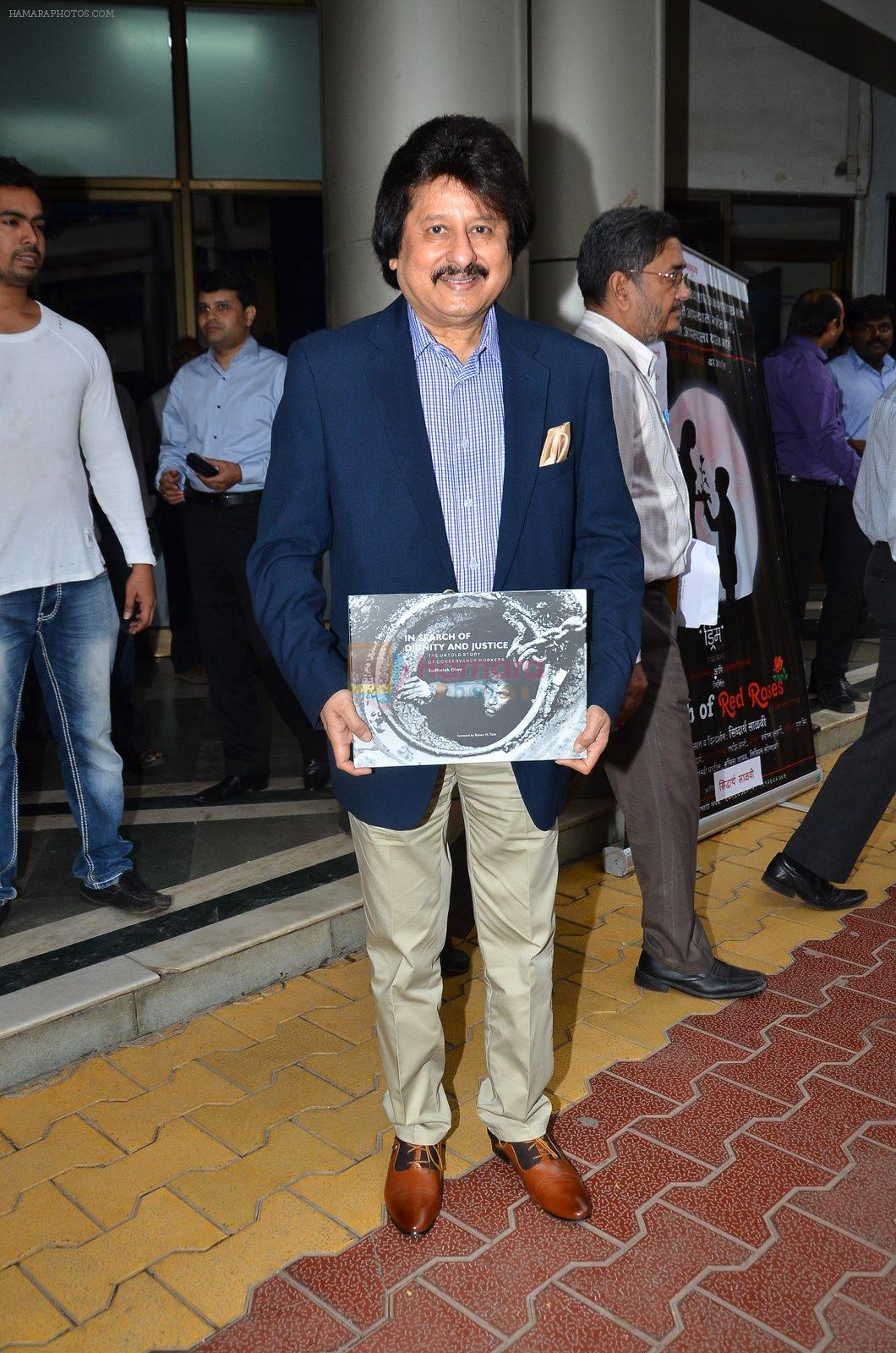 Pankaj Udhas at the launch of book In Search of Dignity and Justice by Sudharak Olwe in Mumbai on 22nd Jan 2015