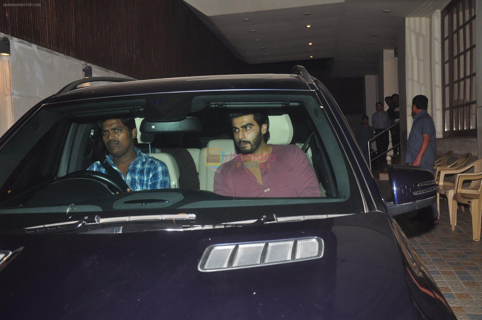 Arjun Kapoor snapped in Bandra, Mumbai on 24th Jan 2015